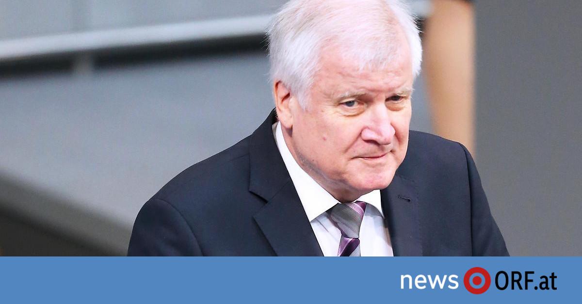 Nach massivem Druck: Seehofer kündigt Rücktritte an