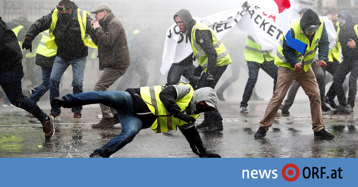 "Champs-Elysees: Wasserwerfer gegen ""Gelbe Warnwesten"""