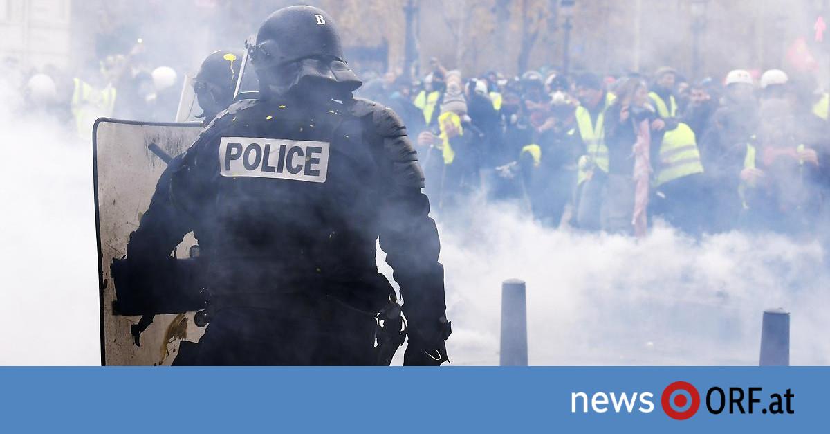 """Gewaltsame Proteste: Tränengas gegen """"Gelbwesten"""" in Paris"""