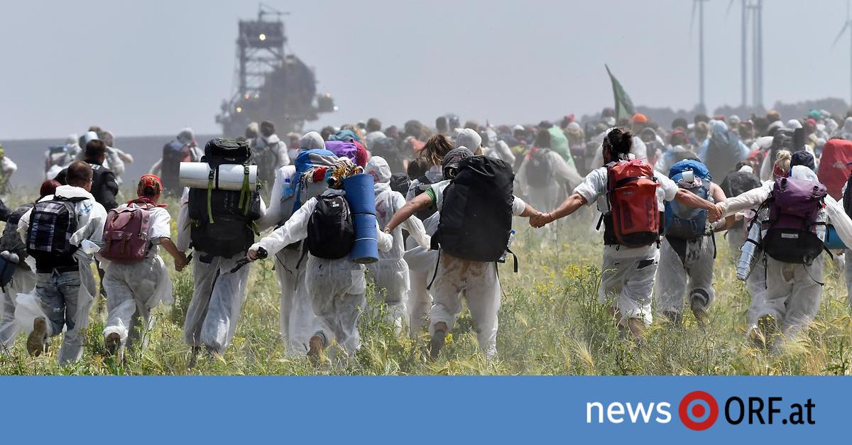 Protest gegen Klimakrise: Aktivisten stürmten Tagebau in Deutschland