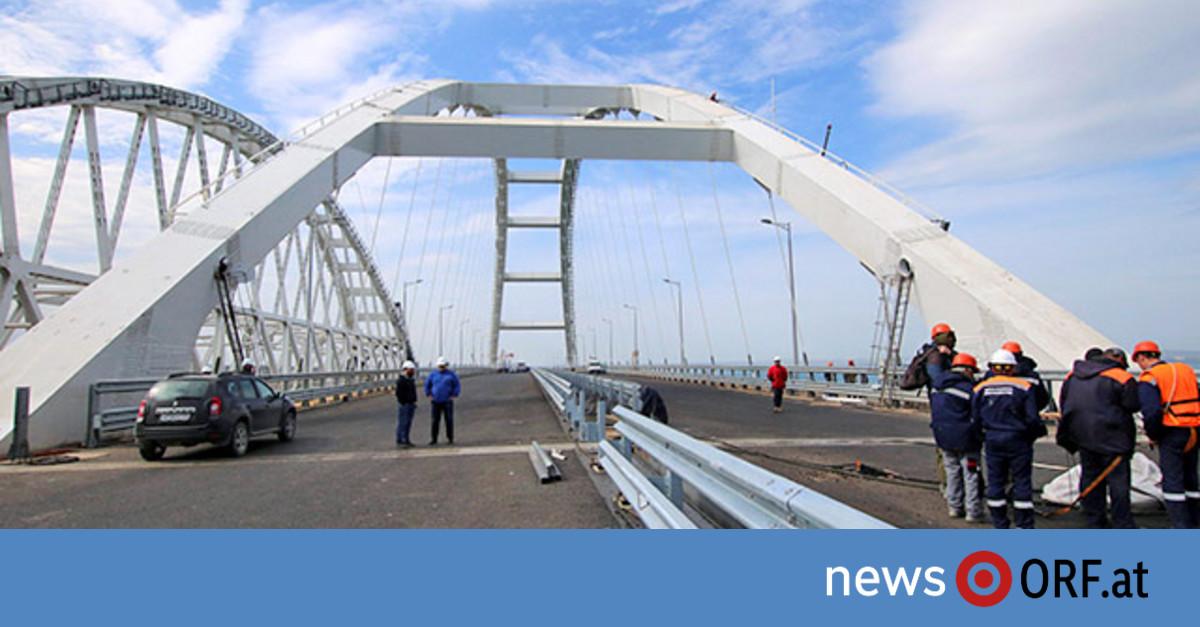 Putin eröffnet Brücke auf Krim