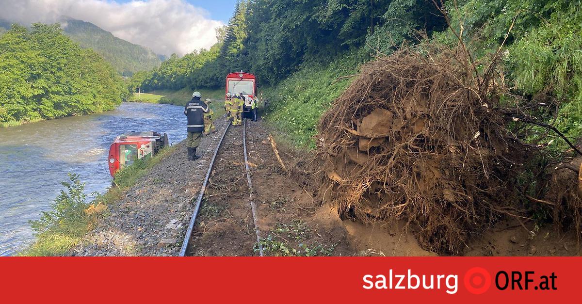 17 Verletzte: Murtalbahn in Fluss gestürzt
