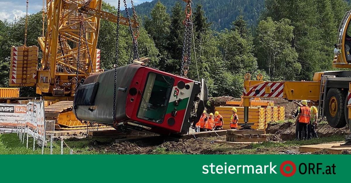 Triebwagen der Murtalbahn geborgen